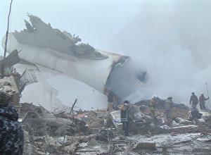 კადრები ბიშკეკის ერთ-ერთ დასახლებაში სატვირთო თვითმფრინავის ჩამოვარდნის ადგილიდან