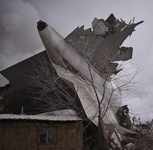 Грузовой самолет Боинг упал на село под Бишкеком