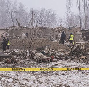 Работы на месте авиакатастрофы недалеко от аэропорта Манас