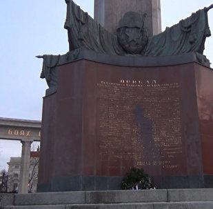 Оскверненный памятник в центре Вены