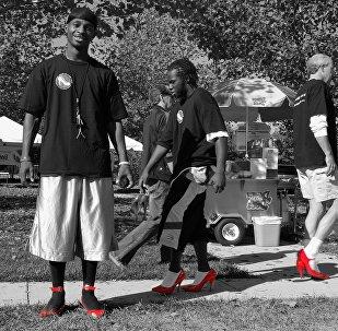კაცები ქალის ფეხსაცმელებში