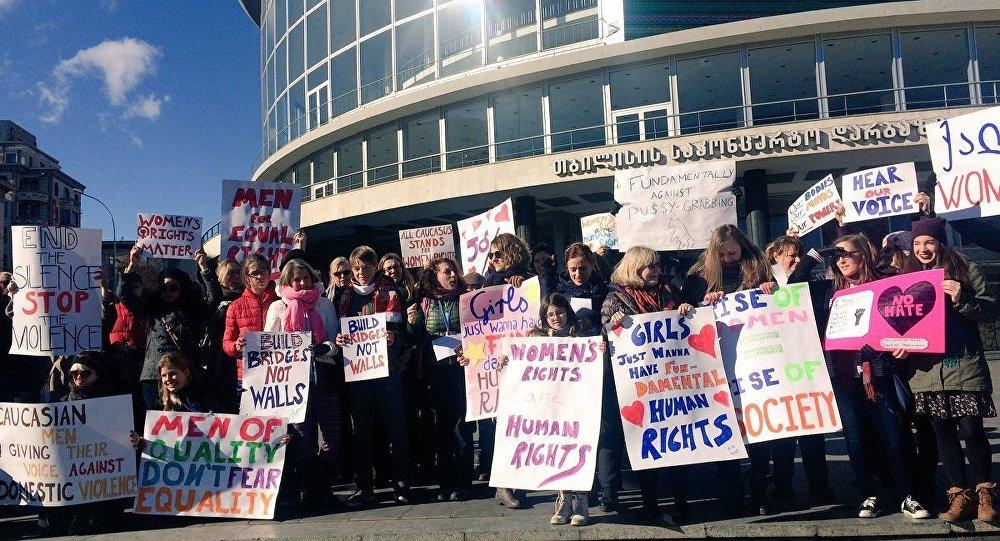 ВТбилиси прошел Женский марш против Трампа