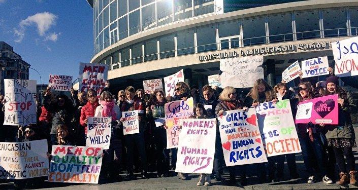 Участницы Марша женщин на Вашингтон в Тбилиси