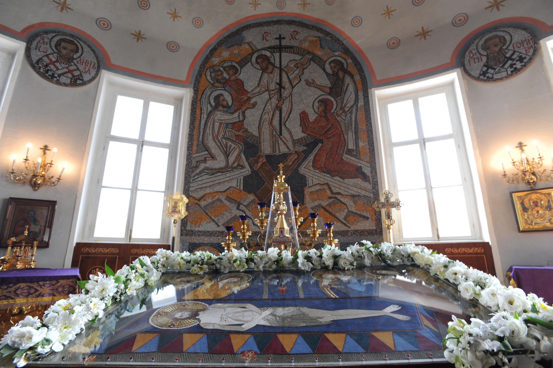 В алтаре храма святой мученицы Татианы при МГУ