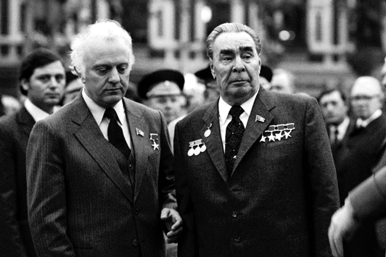 Эдуард Шеварднадзе и Леонид Брежнев, архивное фото