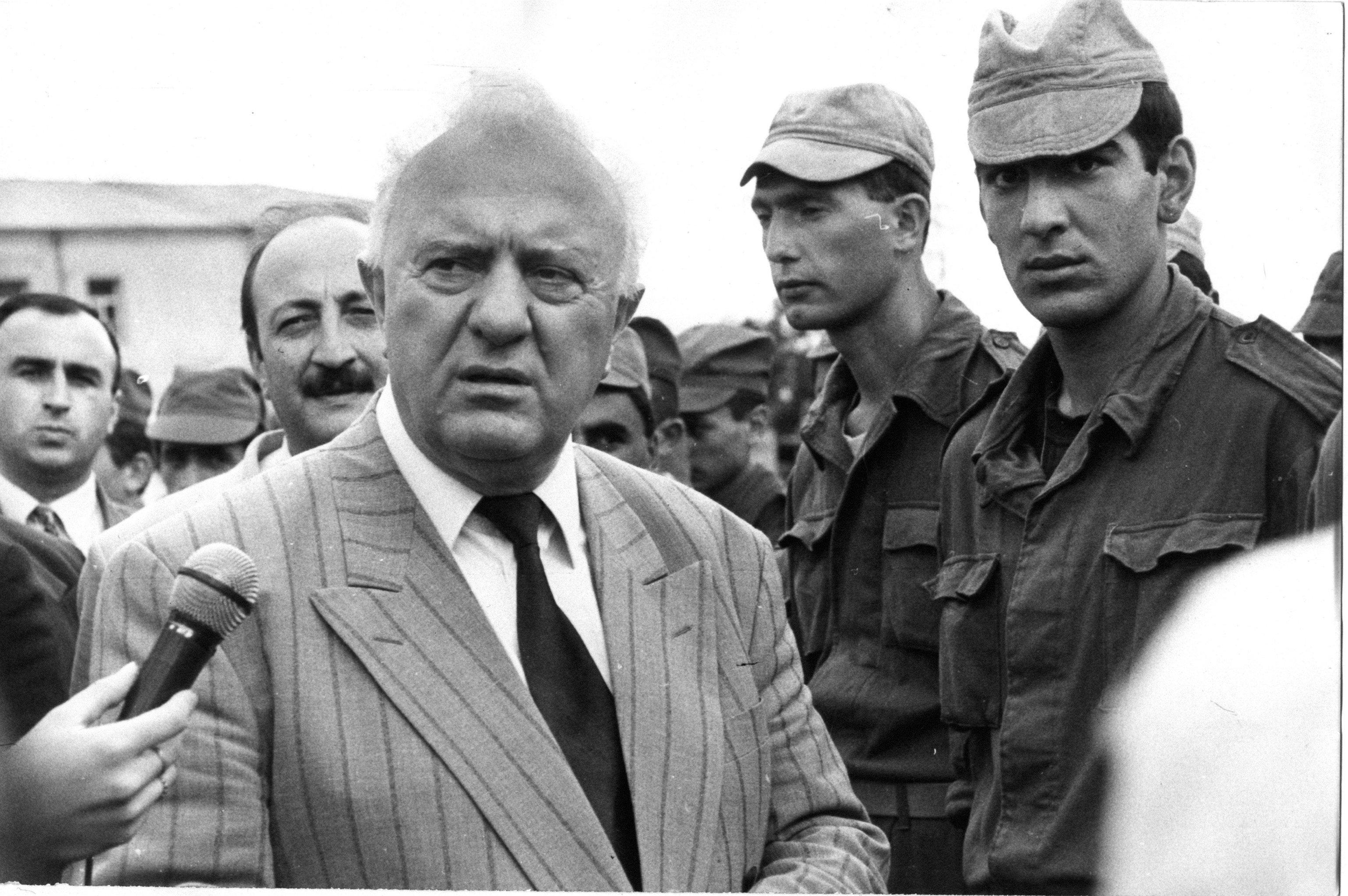 Эдуард Шеварднадзе в Сухуми во время военных действий