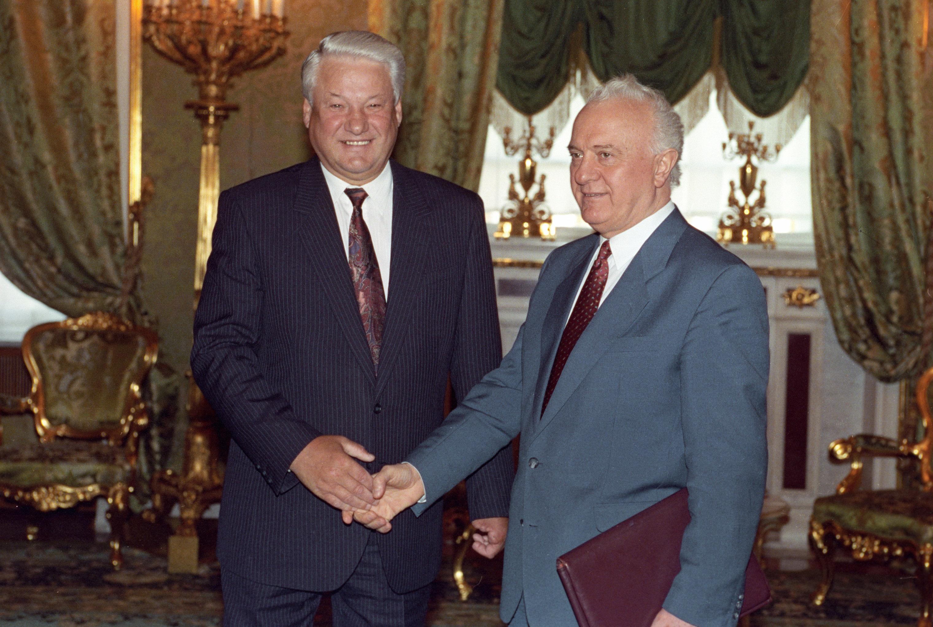 Встреча в Кремле президента Российской Федерации Бориса Николаевича Ельцина с председателем парламента Грузии Эдуардом Шеварднадзе