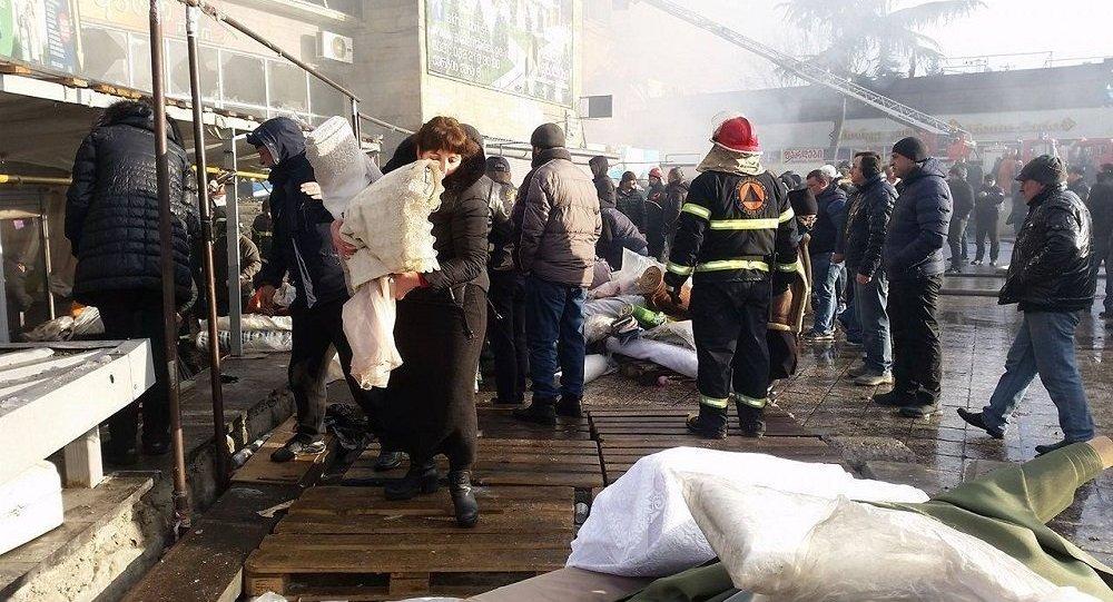 Сильный пожар вТбилиси, сгорели «Детский мир» иярмарка «Мир золота»