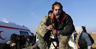 Боец Свободной Сирийской армии (FSA) у тела погибшего брата