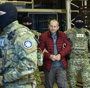Будучи в черном списке МИД Азербайджана, Александр Лапшин в 2016 году пересек границу Азербайджана по украинскому паспорту