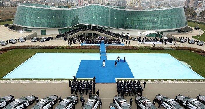 Полицейские у здания МВД Грузии