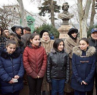 GEO თბილისში პუშკინის ძეგლთან დიდი პოეტის ლექსები წაიკითხეს