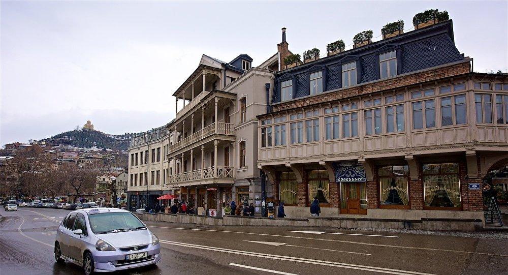 Старый дом в историческом центре Тбилиси