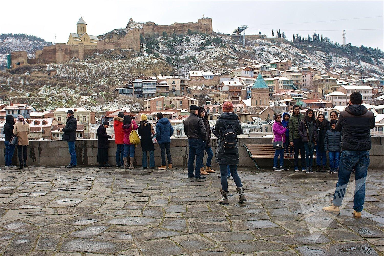 Туристы в историческом центре Тбилиси