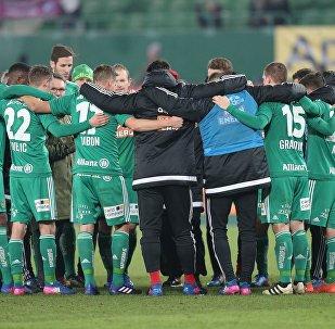 Футболисты ФК Рапид перед началом венского дерби с Аустрией