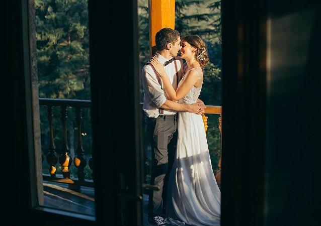 Влюбленная пара перед свадьбой
