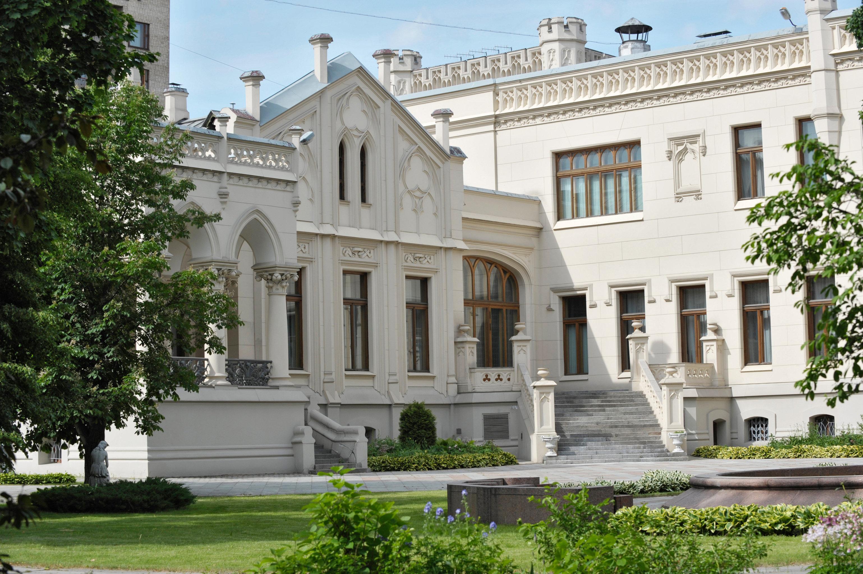 სავა მოროზოვის ყოფილი სახლი სპირიდონოვკაზე. ამჟამად ამ სახლში ოფიციალურ მიღებებს მართავს რუსეთის საგარეო საქმეთა სამინისტრო.