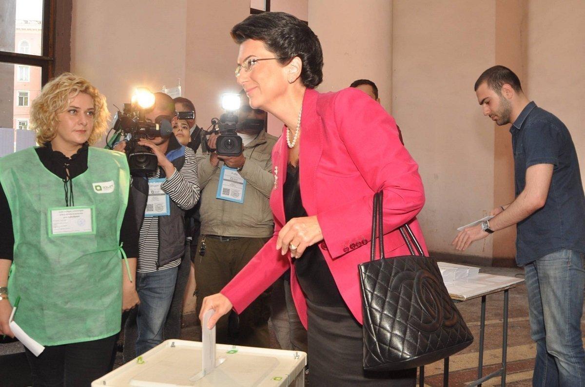 პარტია დემოკრატიული მოძრაობა - ერთიანი საქართველოს ლიდერი ნინო ბურჯანაძე