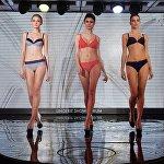 Модели во время дефиле в купальниках на выставке Lingerie Show-Forum - 2017 в Москве