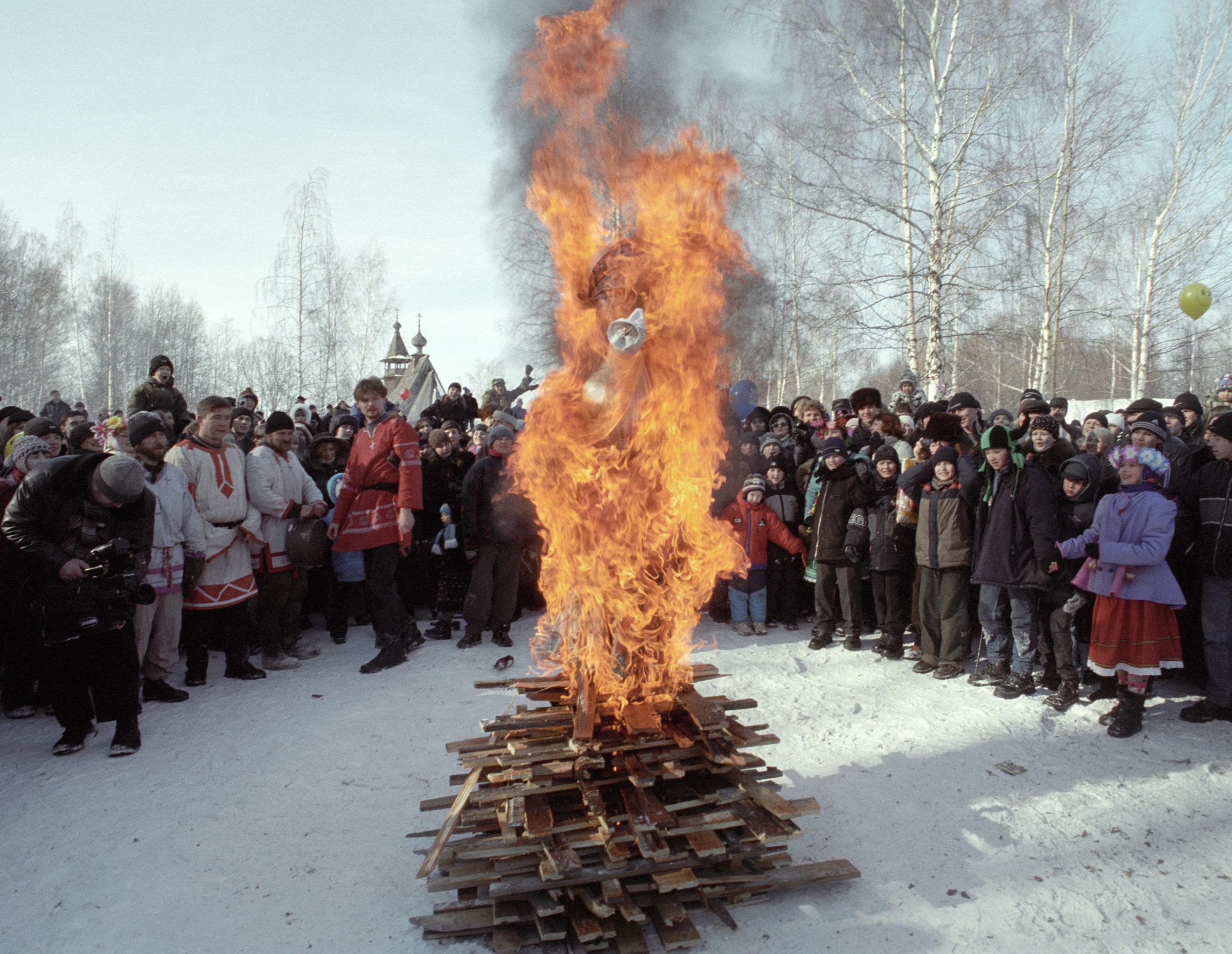 Традиционное сжигание чучела Масленицы