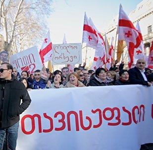 Тысячи людей приняли участие в акции в поддержку Рустави 2