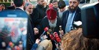 Католикос-Патриарх Всея Грузии Илия Второй беседует с журналистами в тбилисском аэропорту