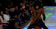 Грузинский танец на подиуме Couture Fashion Week в Нью-Йорке