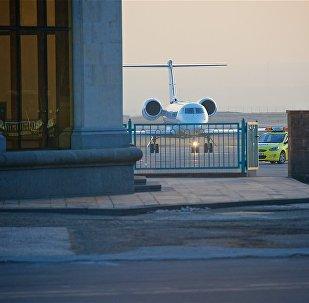 Сотни верующих встретили Илию Второго в тбилисском аэропорту
