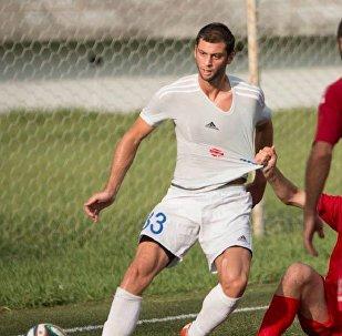 Футбол. Элгуджа Лобжанидзе (в светлом)