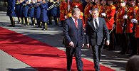 Премьер-министры Грузии и Армении Георгий Квирикашвили и Карен Карапетян на торжественной церемонии встречи в грузинской столице