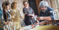 Немецкий флорист-дизайнер Грегор Лерш проводит мастер-класс для грузинских и иностранных флористов