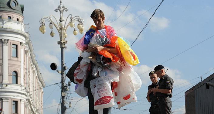 Акция зеленых против использования пластиковых пакетов