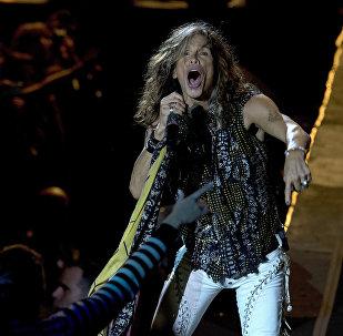 Вокалист группы Aerosmith Стивен Тайлер на концерте на стадионе в Монтевидео, Уругвай