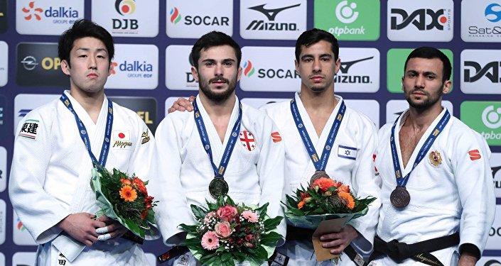 Грузинский дзюдоист Важа Маргвелашвили с золотой медалью