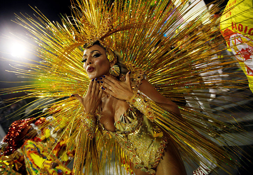 Само слово карнавал происходит от латинского Carne Vale - Прощание с плотью