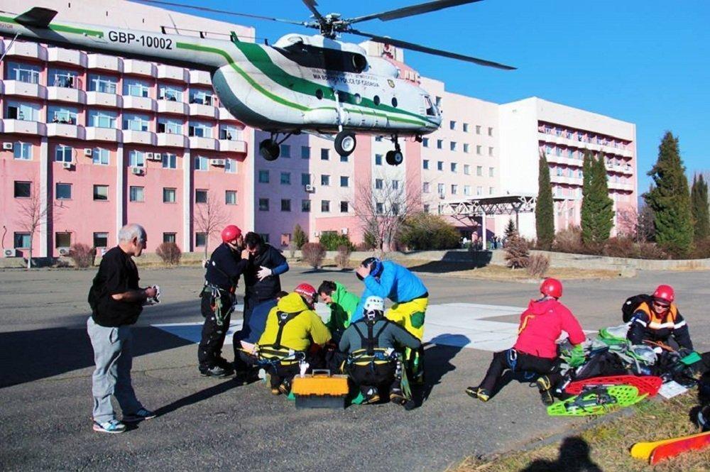 Спасатели доставили пострадавшего в горах туриста в Тбилиси