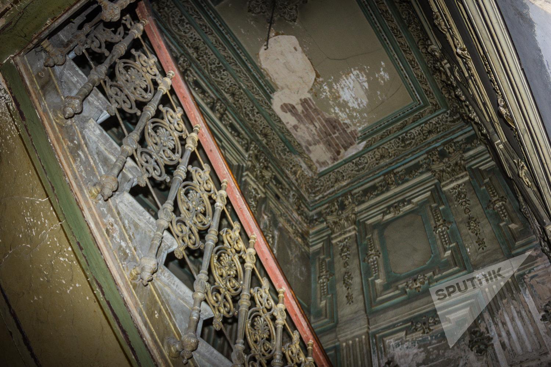 Парадная лестница дома князя Васила Габашвили