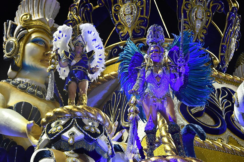 Бразильский карнавал соединил в себе традиции Старого и Нового света, и сегодня представляет из себя яркое и зрелищное шоу