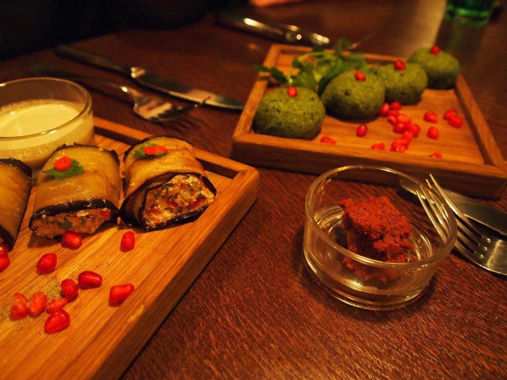 Баклажаны с орехами и пхали в ресторане