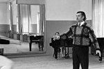Народный артист СССР Вахтанг Чабукиани на репетиции