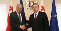 Еврокомиссар Димитрис Аврамопулос и премьер Грузии Георгий Квирикашвили
