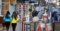 Улочки в центре Тбилиси заполнили прогуливающиеся прохожие