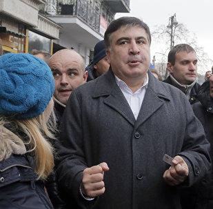 Бывший президент Грузии Михаил Саакашвили со своими сторонниками