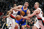 Баскетболист Заза Пачулия, выступающий за Golden State Warriors во время матча против Portland Trail Blazers