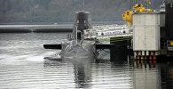 Британская подводная лодка на военно-морской базе в Шотландии, Великобритания