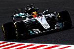 Водитель команды Mercedes AMG Petronas F1 Льюис Хэмилтон во время соревнований Formula One