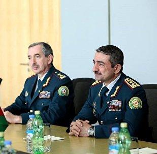 Глава Государственной пограничной службы Азербайджана Эльчин Гулиев (справа)