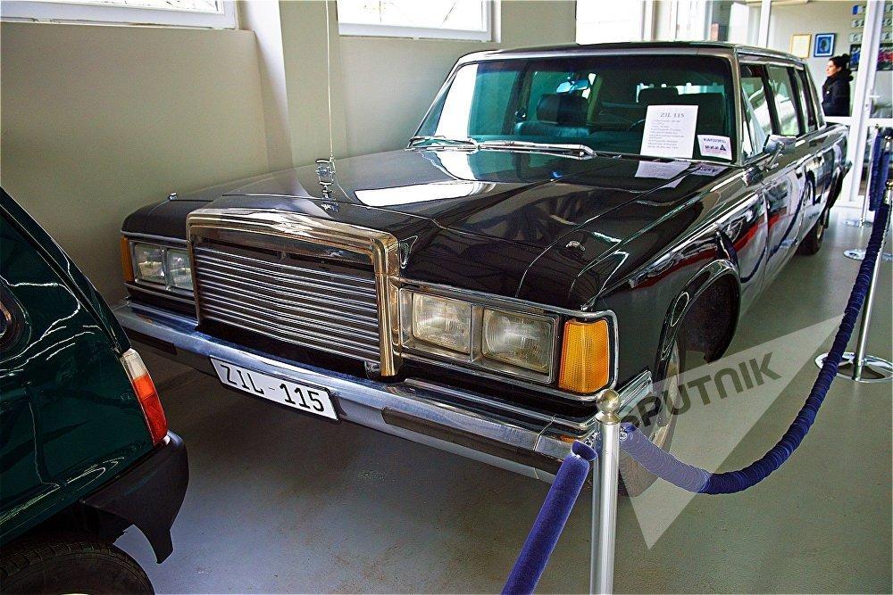 თბილისის ავტომუზეუმში შეხვდებით მაღალჩინოსნებისთვის განკუთვნილ საბჭოთა ლიმუზინს ЗИЛ-115, რომლითაც ჩერნენკო სარგებლობდა