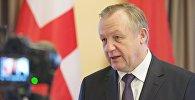 Посол Беларуси посоветовал мужчинам, что им делать с женщинами