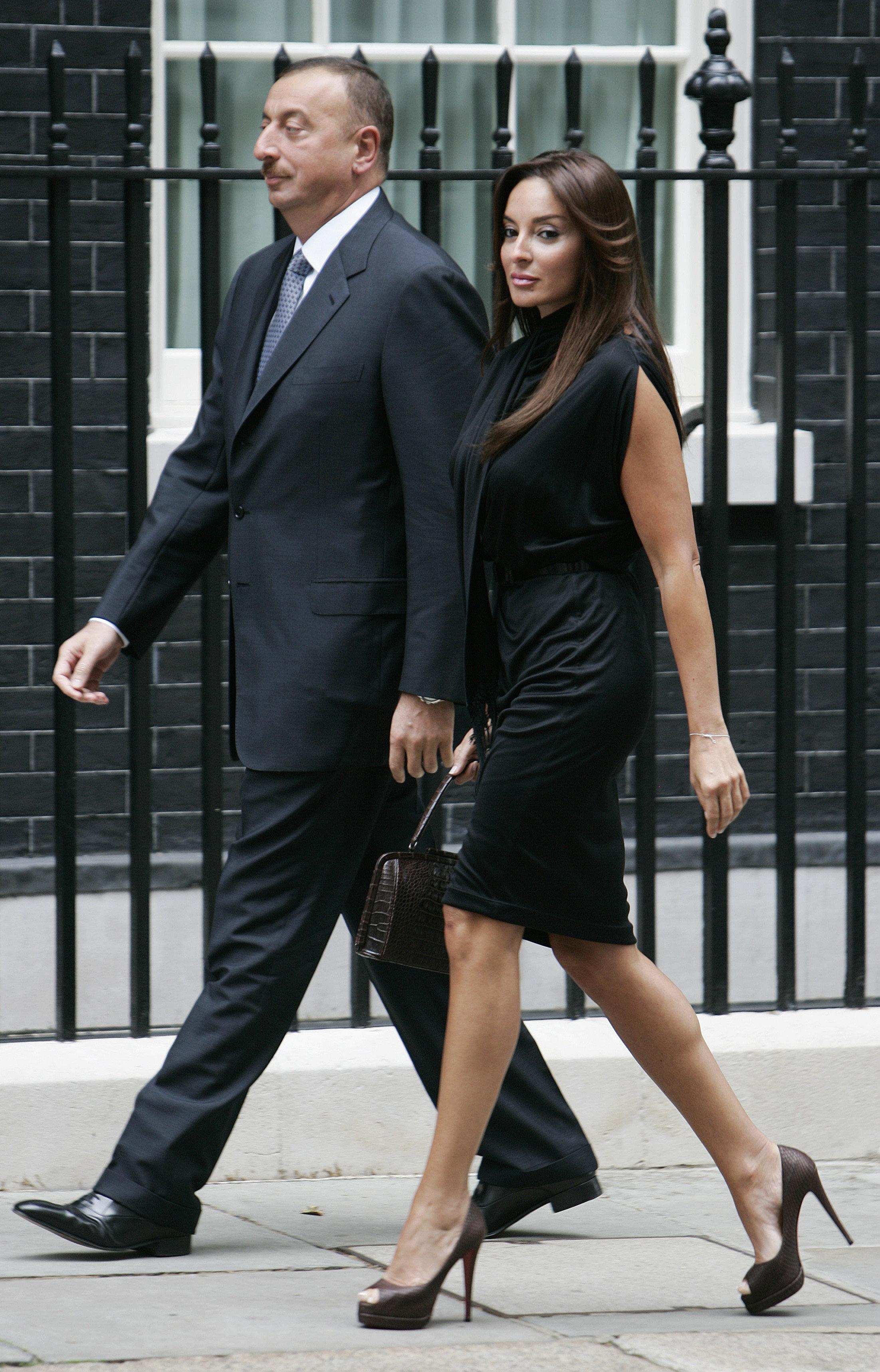 Президент Азербайджана Ильхам Алиев и его супруга Мехрибан Алиева прибывыют в официальную резиденцию премьер-министра Великобритании Гордона Брауна, Лондон, 2009